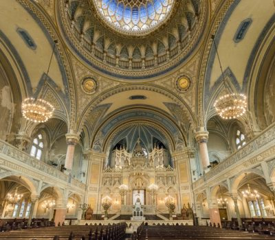 בית הכנסת בסגד. השני בגודלו בהונגריה ויכול להכיל 1,340 מבקרים ומתפללים